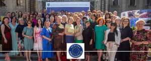 Zbiorowe zdjęcie uczestników evntu Kobiety XXI wieku