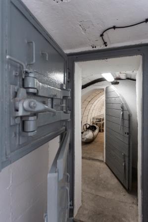 Wnętrze bunkra przekształconego na muzeum w Kędzierzynie Koźlu